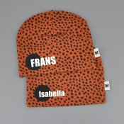 Dots beanie with name RUST - Dot (straight)