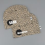 Dots beanie with name BEIGE - Dot (straight)