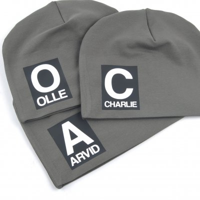 Dark green beanie with name - Letter and name